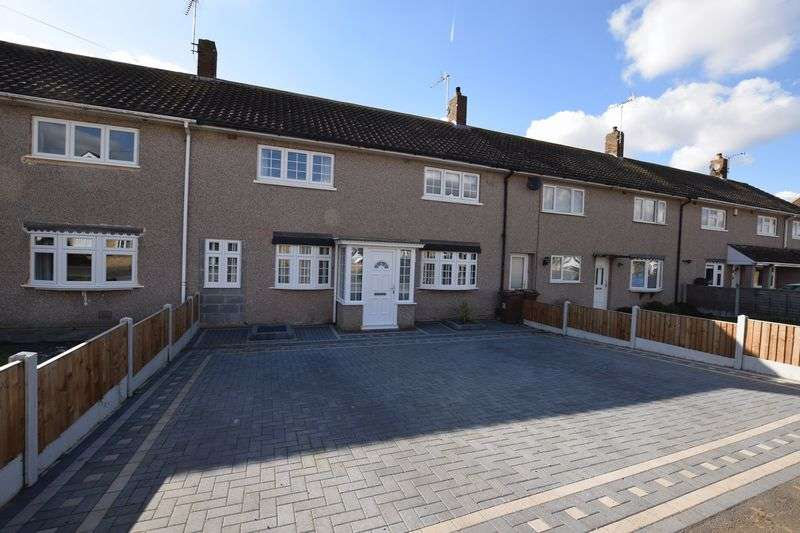 3 Bedrooms Terraced House for sale in Queen Elizabeth Drive, Stanford-Le-Hope
