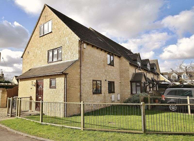 4 Bedrooms House for sale in DUCKLINGTON, Strainges Close OX29 7XD