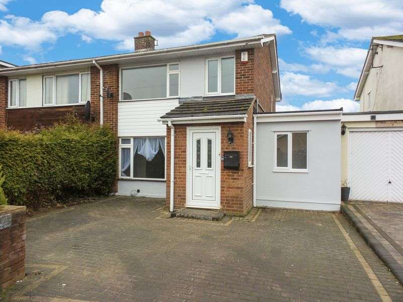 4 Bedrooms Semi Detached House for sale in Monksford Drive, Hockley