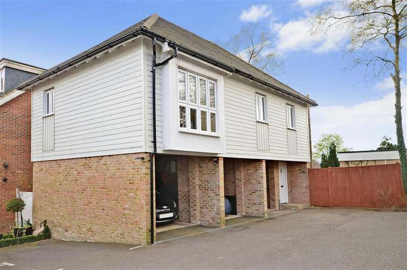 2 Bedrooms Maisonette Flat for sale in Watson Way, Crowborough, East Sussex