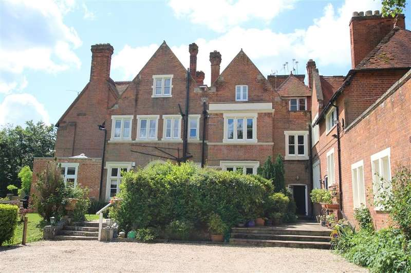 3 Bedrooms Flat for sale in Tidmarsh Court, Tidmarsh, Reading, RG8