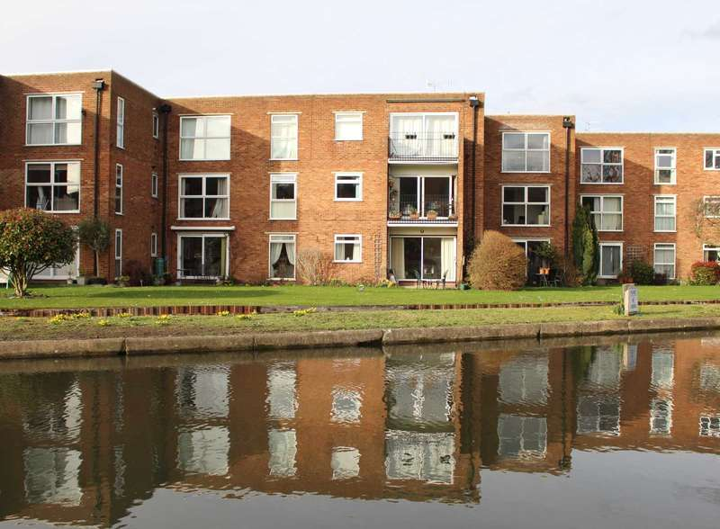 2 Bedrooms Apartment Flat for sale in 2 BED GROUND FLOOR APARTMENT IN RIVER PARK, BOXMOOR ..