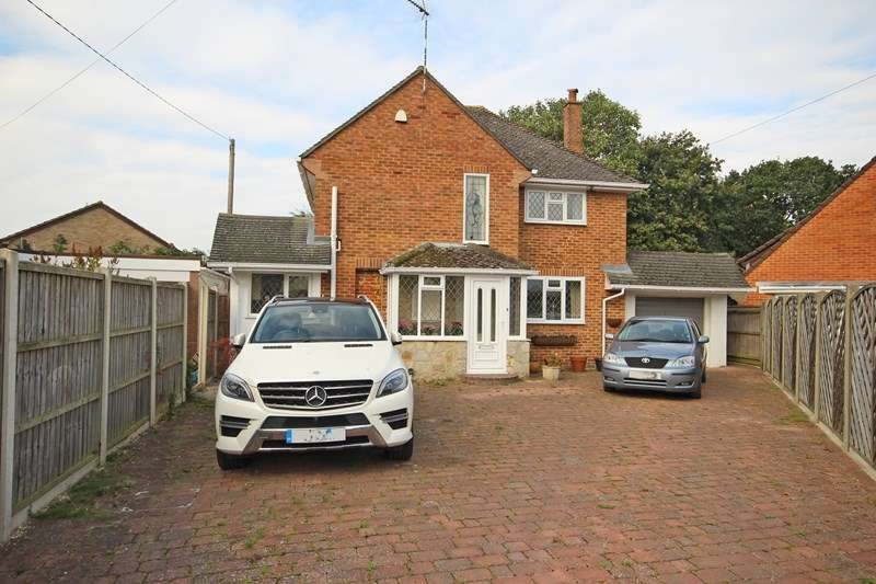 4 Bedrooms Detached House for sale in Marley Close, New Milton