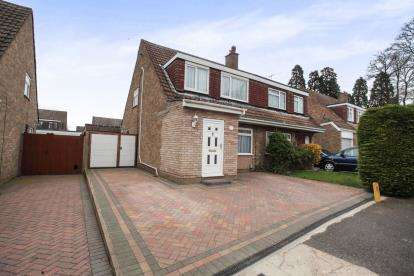 3 Bedrooms Semi Detached House for sale in Nightingale Close, Luton, Bedfordshire, Putteridge