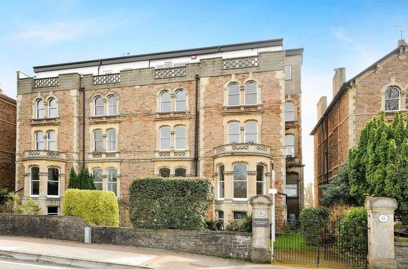 3 Bedrooms Flat for sale in Upper Belgrave Road, Clifton