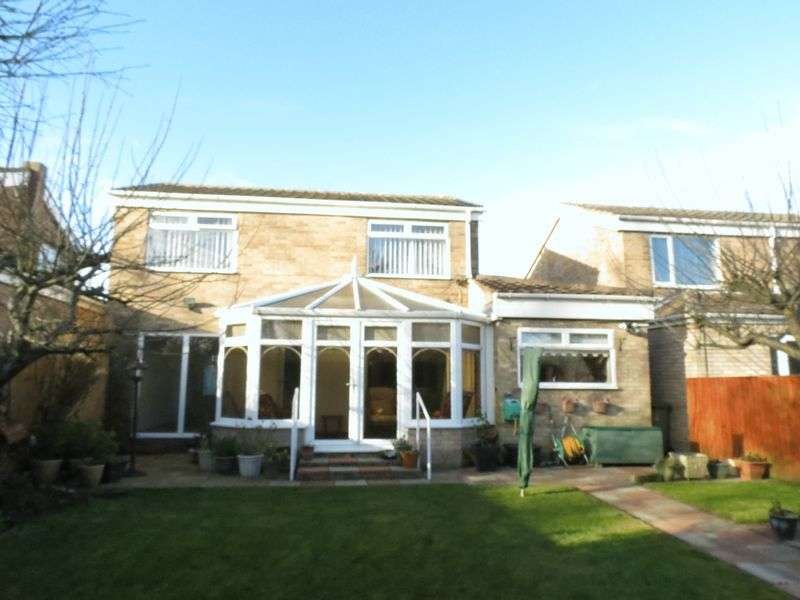 3 Bedrooms Detached House for sale in Girton Close, Peterlee