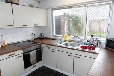 3 Bedrooms Bungalow for rent in Orston Drive, NG8
