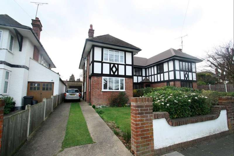 3 Bedrooms Semi Detached House for sale in Highlands Boulevard, Leigh-On-Sea