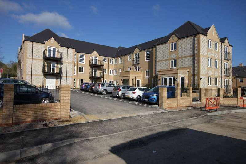 2 Bedrooms Flat for sale in HART CLOSE, WILTON, WILTSHIRE SP2 0FR