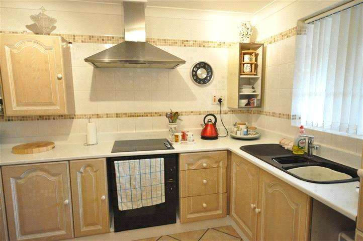 2 Bedrooms Bungalow for sale in Alnwick, Swindon, Wiltshire, SN5