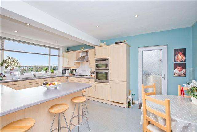 3 Bedrooms Bungalow for sale in Shirley Drive, Hove