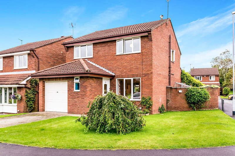 4 Bedrooms Detached House for sale in Sandmead Close, Morley, Leeds, LS27