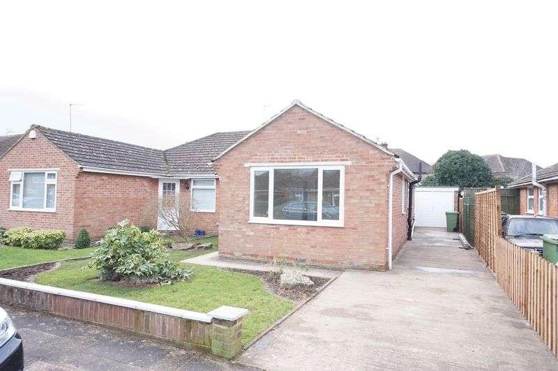 3 Bedrooms Semi Detached Bungalow for sale in Snowdon Gardens, Gloucester