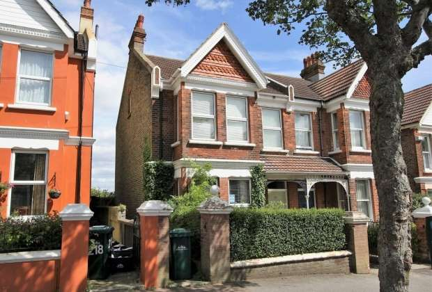 4 Bedrooms Semi Detached House for sale in Ditchling Road Brighton
