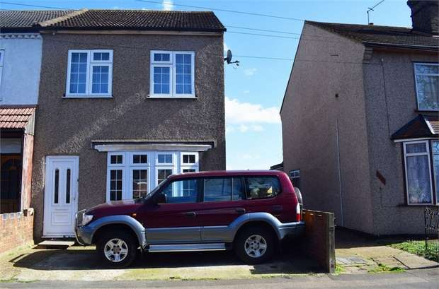 2 Bedrooms Semi Detached House for sale in Melville Road, Rainham, Essex