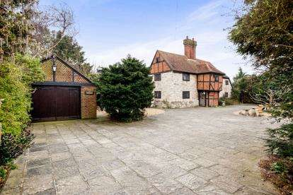 4 Bedrooms Detached House for sale in Lee-On-The-Solent, Hampshire, United Kingdom