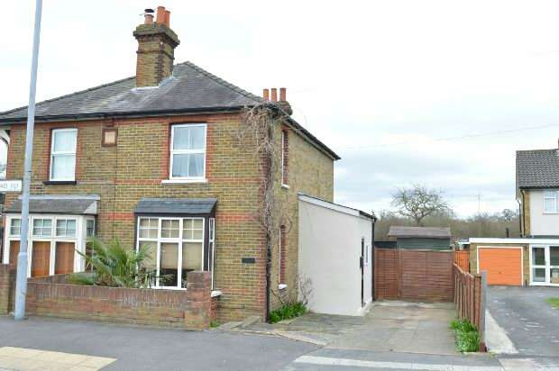 2 Bedrooms Semi Detached House for sale in Leatherhead Road, Malden Rushett