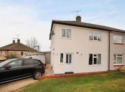 3 Bedrooms Semi Detached House for sale in Marsh Avenue, Dronfield, Derbyshire