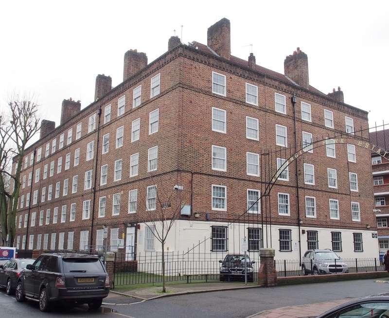3 Bedrooms Flat for sale in Alverstone House, Kennington Park Road, Kennington Park, London, SE11 5TR