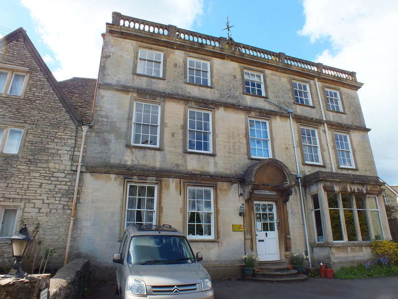 2 Bedrooms Ground Flat for sale in Nailsworth