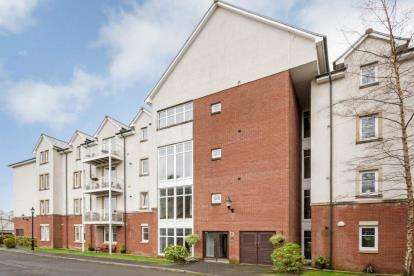 3 Bedrooms Flat for sale in Whitecraigs Court, Whitecraigs