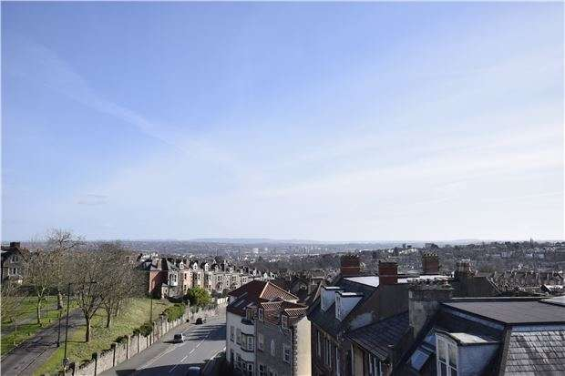 2 Bedrooms Flat for sale in Redland Road, BRISTOL, BS6 6YD