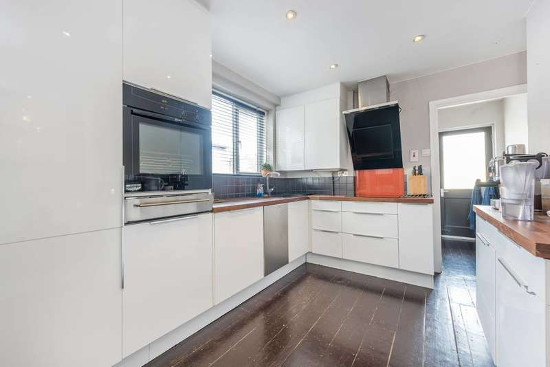 1 Bedroom Flat for sale in Dorchester Grove, Chiswick, W4