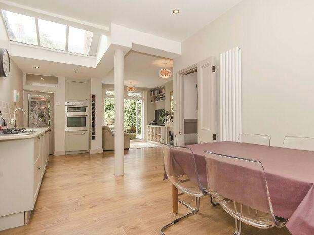 4 Bedrooms Terraced House for sale in HARBERTON ROAD Whitehall Park N19 3JS