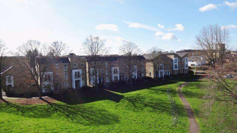 3 Bedrooms Town House for sale in Tanyard Place, Harlow, Essex