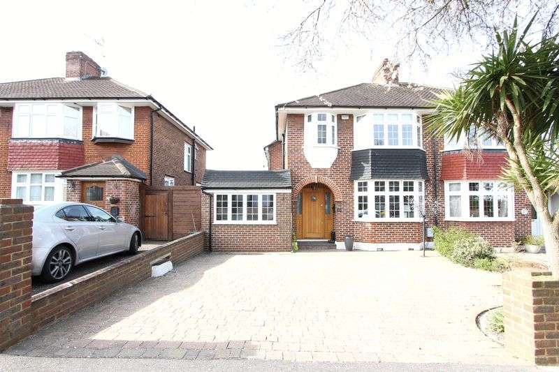 3 Bedrooms Semi Detached House for sale in Amberley Gardens, Epsom