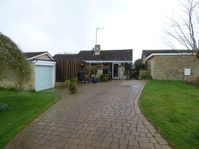 3 Bedrooms Detached Bungalow for sale in Compton Court, Long Compton