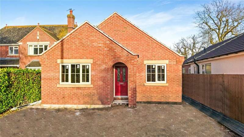3 Bedrooms Detached Bungalow for sale in Leasingham Lane, Ruskington, Lincolnshire, NG34