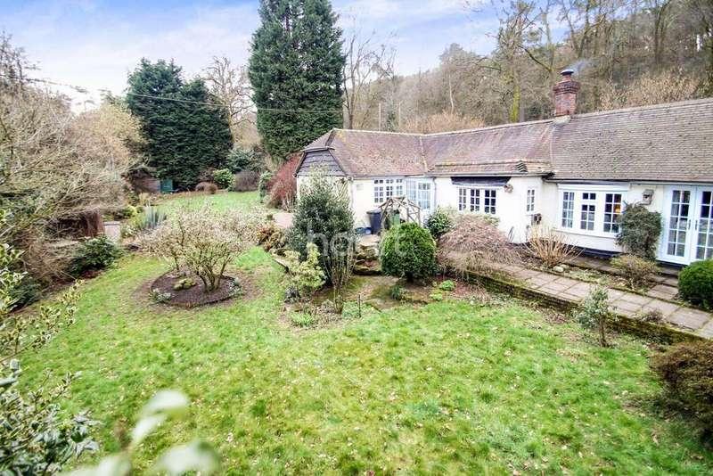 3 Bedrooms Bungalow for sale in Whitmore Vale, Grayshott, Surrey