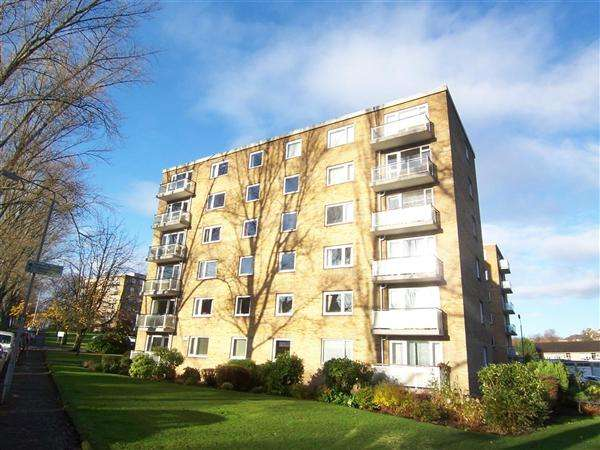 2 Bedrooms Flat for rent in 83 Whittingehame Court, Kelvinside, Glasgow, G12 0BH