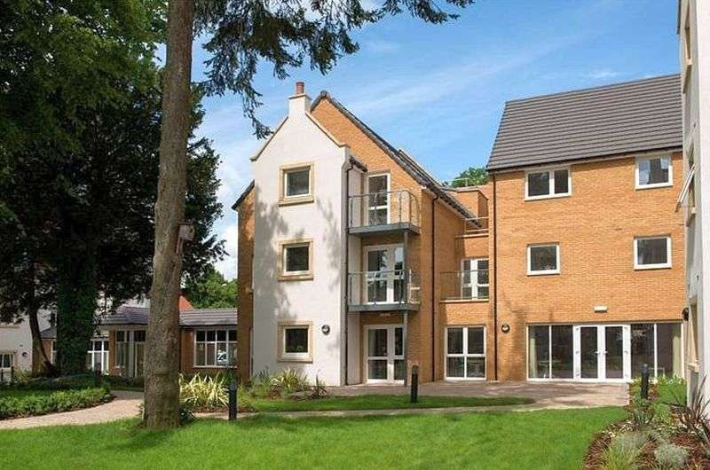 1 Bedroom Flat for sale in Wardington Court: IMMACULATE CONDITION- TAILORED CARE PACKAGES AVAILABLE **