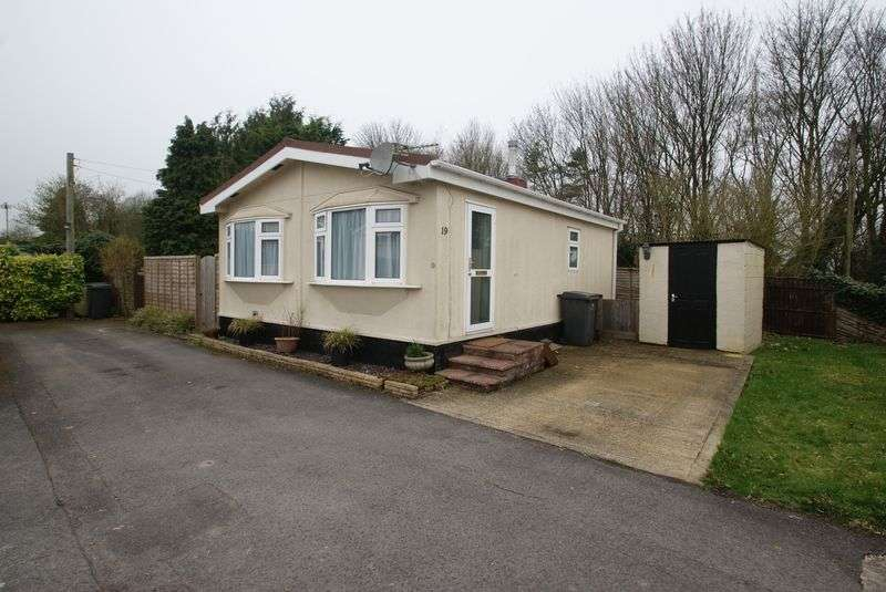 2 Bedrooms Detached Bungalow for sale in Harewood Park, Andover Down, Andover