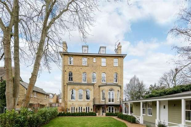 2 Bedrooms Flat for sale in The Green, Twickenham