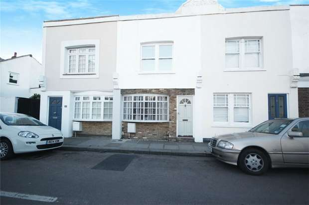 2 Bedrooms Flat for sale in Elmtree Road, Teddington