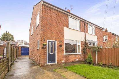 3 Bedrooms Semi Detached House for sale in Windermere Avenue, Farington, Leyland, ., PR25