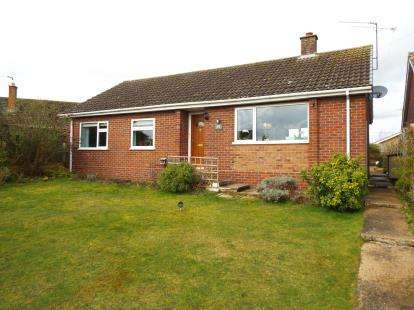 3 Bedrooms Bungalow for sale in Narborough, King's Lynn