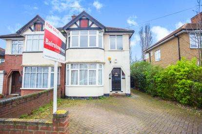 3 Bedrooms Semi Detached House for sale in Winchester Avenue, London