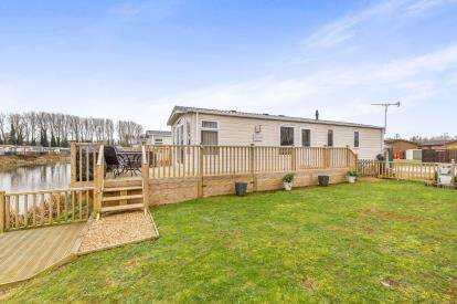 2 Bedrooms Mobile Home for sale in Goose Island, Billing Aquadrome, Crow Lane, Northampton
