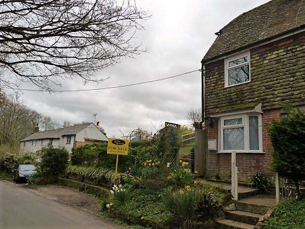 2 Bedrooms Semi Detached House for sale in Perrymans Lane, Burwash, East Sussex, TN19 7DJ