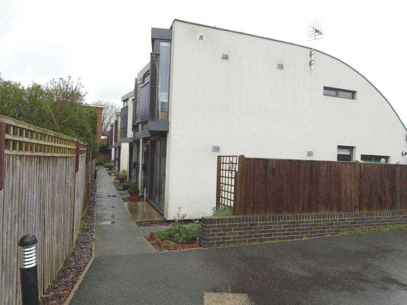 3 Bedrooms Semi Detached House for sale in Chandlers Mews, Eastbourne