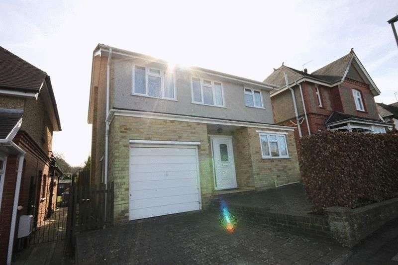 3 Bedrooms Detached House for sale in Farleigh Road, Warlingham