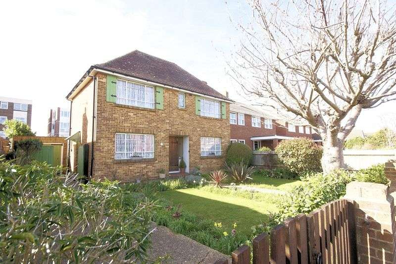 3 Bedrooms Detached House for sale in Cambridge Road, Lee-On-The-Solent