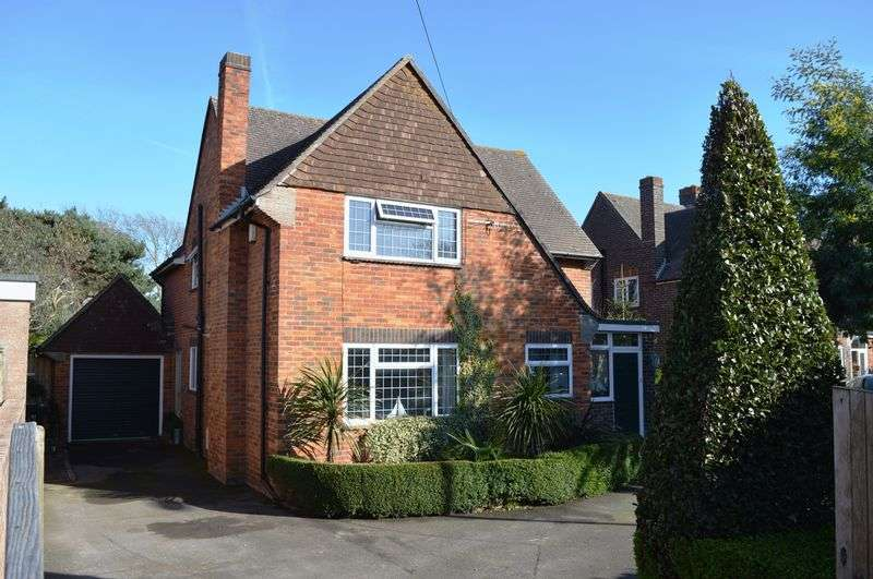 4 Bedrooms Detached House for sale in Beach Road, Hayling Island