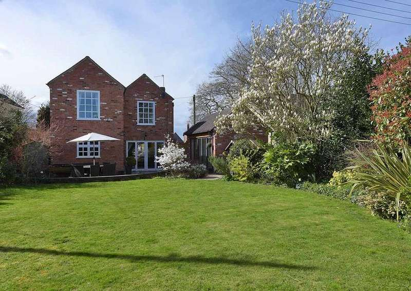 4 Bedrooms Detached House for sale in Hallow, Worcester, Worcestershire, WR2