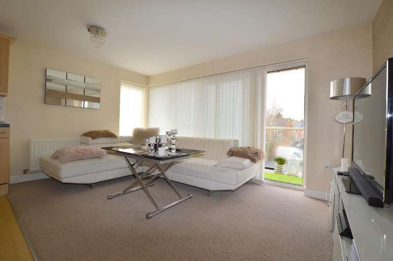 2 Bedrooms Apartment Flat for sale in Primrose Close, Luton, LU3 1EU