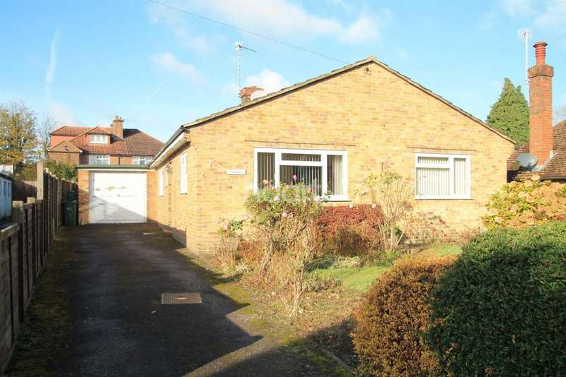 3 Bedrooms Bungalow for sale in Tilthams Green, Godalming/ Guildford Border